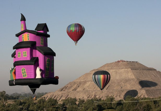 balloons Teotihuacan festival equinox