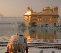 Photo You Must See: Obeisance at the Golden Temple