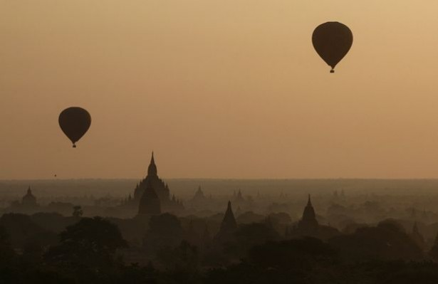 Photo You Must See: Balloons Over Bagan, Myanmar